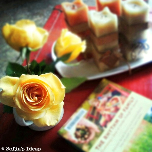 autumn table.yellow roses.SofiasIdeas